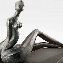 Femme, sculpture contemporaine de Marion Bürkle, bronze patiné 33 cm