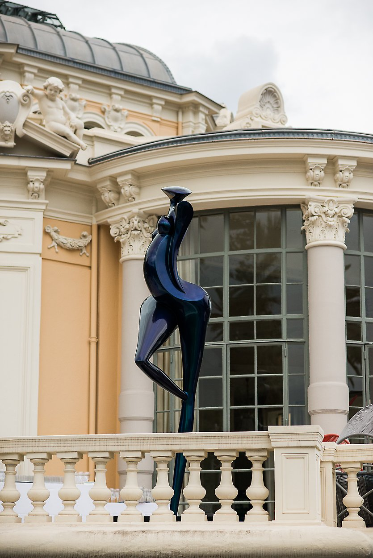 ART' Night à la Rotonde, exposition de La Danseuse, sculpture en carbone